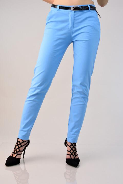 Υφασμάτινο παντελόνι με ζώνη - Γαλάζιο