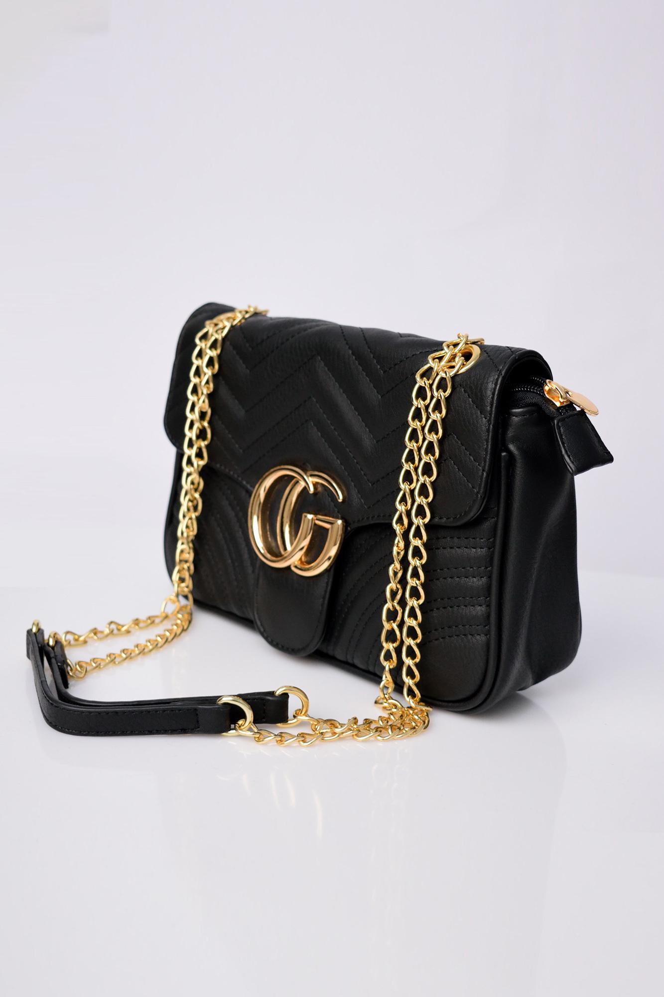 9e53392c0a0 Τσάντα καπιτονέ με χρυσή αλυσίδα