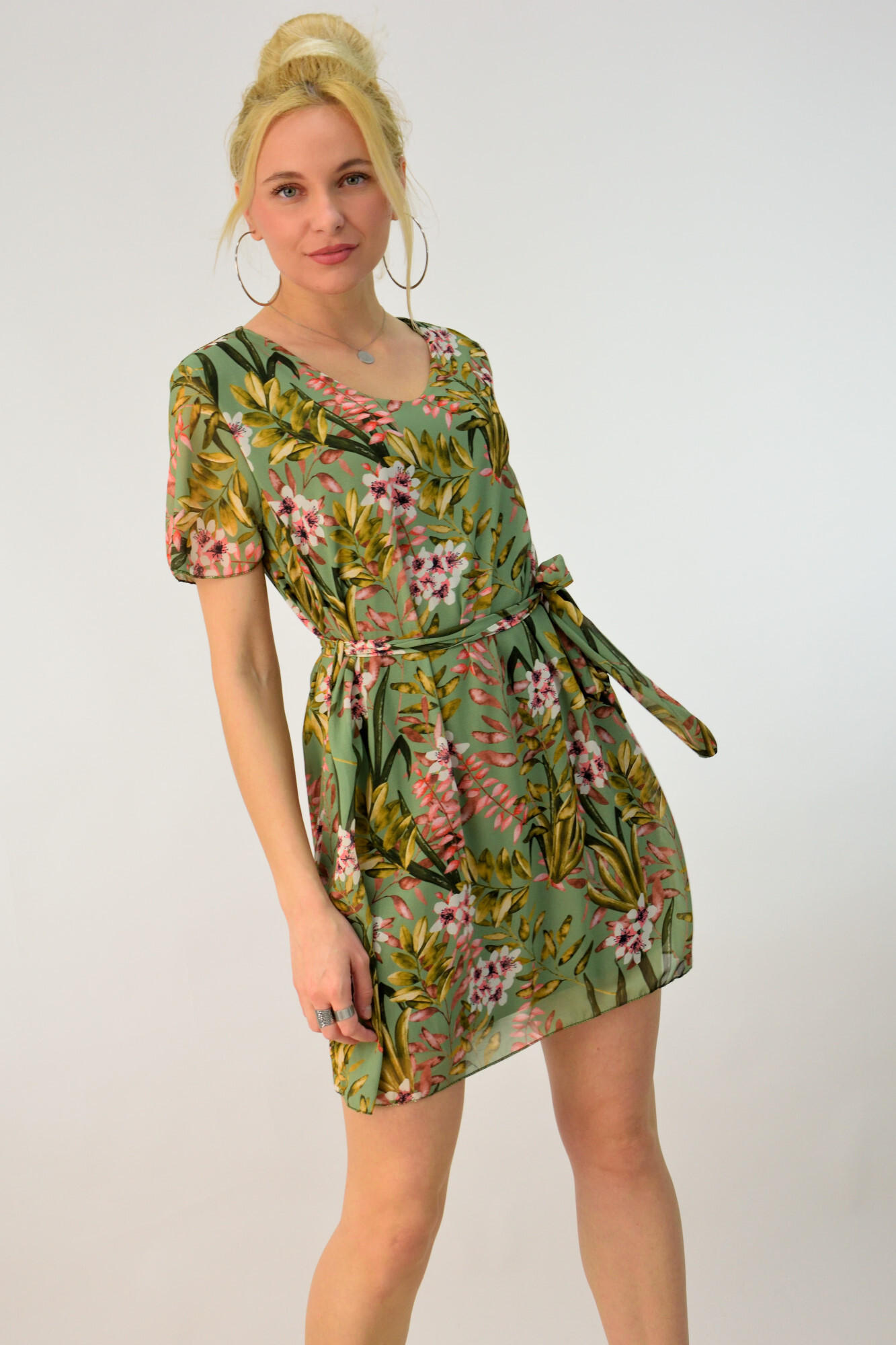 a53d0b959a0a Μίνι φλοράλ φόρεμα