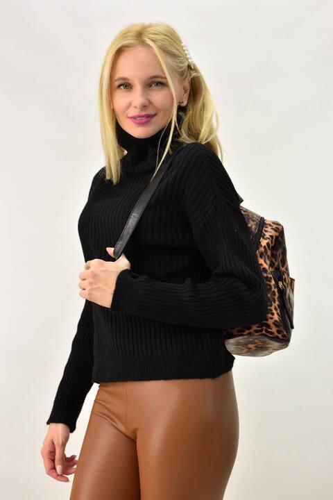 Γυναικείο πουλόβερ με ζιβάγκο σε oversized - Μαύρο