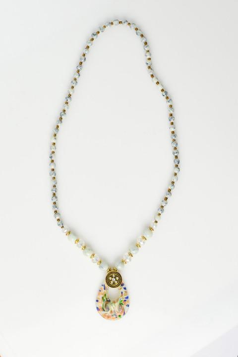 Γυναικείο κολιέ με αλυσίδα από χάντρες και πέρλες  - Εκρού