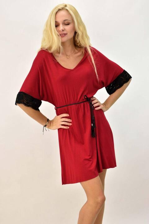 Γυναικείο φόρεμα με δαντέλα στα μανίκια και ζώνη - Μπορντώ