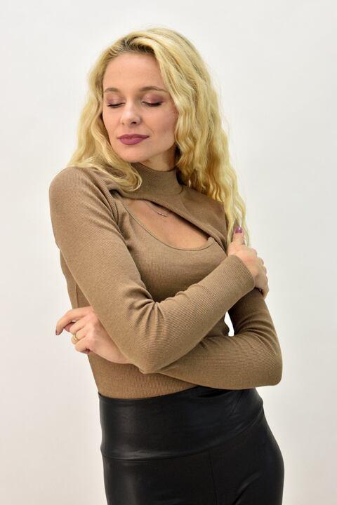 Γυναικείο πλεκτό με άνοιγμα - Μπεζ