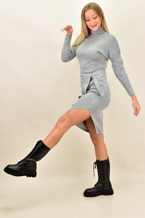 Κοντό πλεκτό φόρεμα με άνοιγμα και ζώνη - Γκρι
