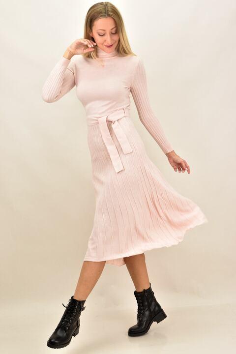 Πλεκτό φόρεμα midi με πλισέ σχέδιο - Απαλό Ροζ