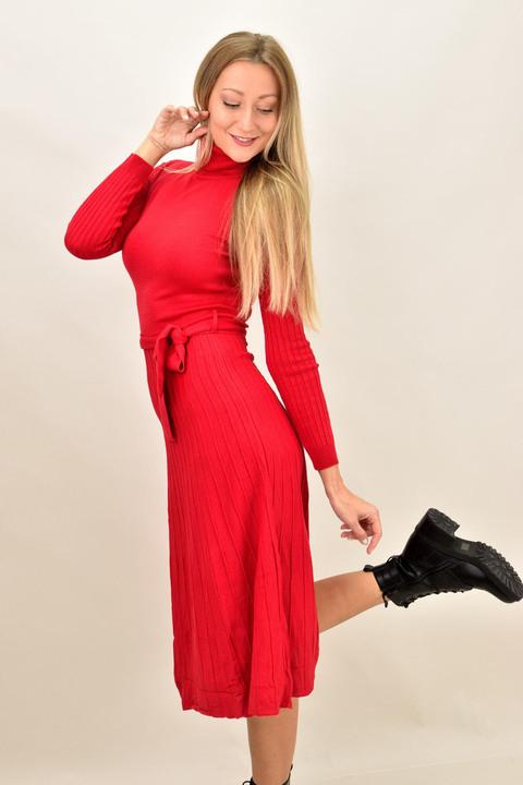 Πλεκτό φόρεμα midi με πλισέ σχέδιο - Κόκκινο