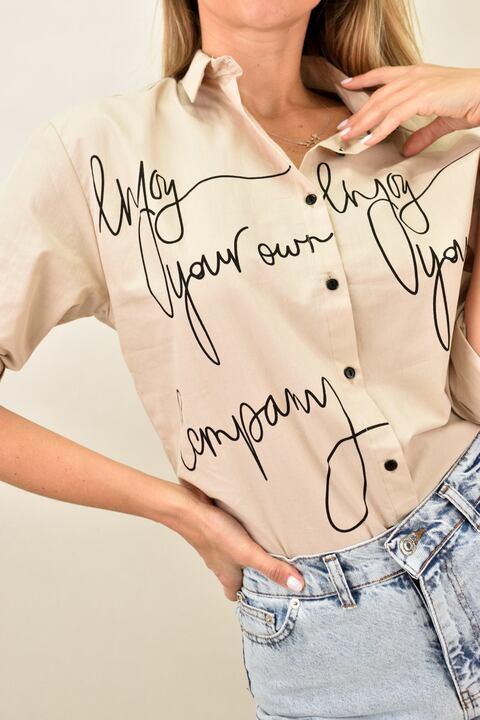 """Γυναικείο πουκάμισο με στάμπα """"Enjoy your own company"""" - Μπεζ"""