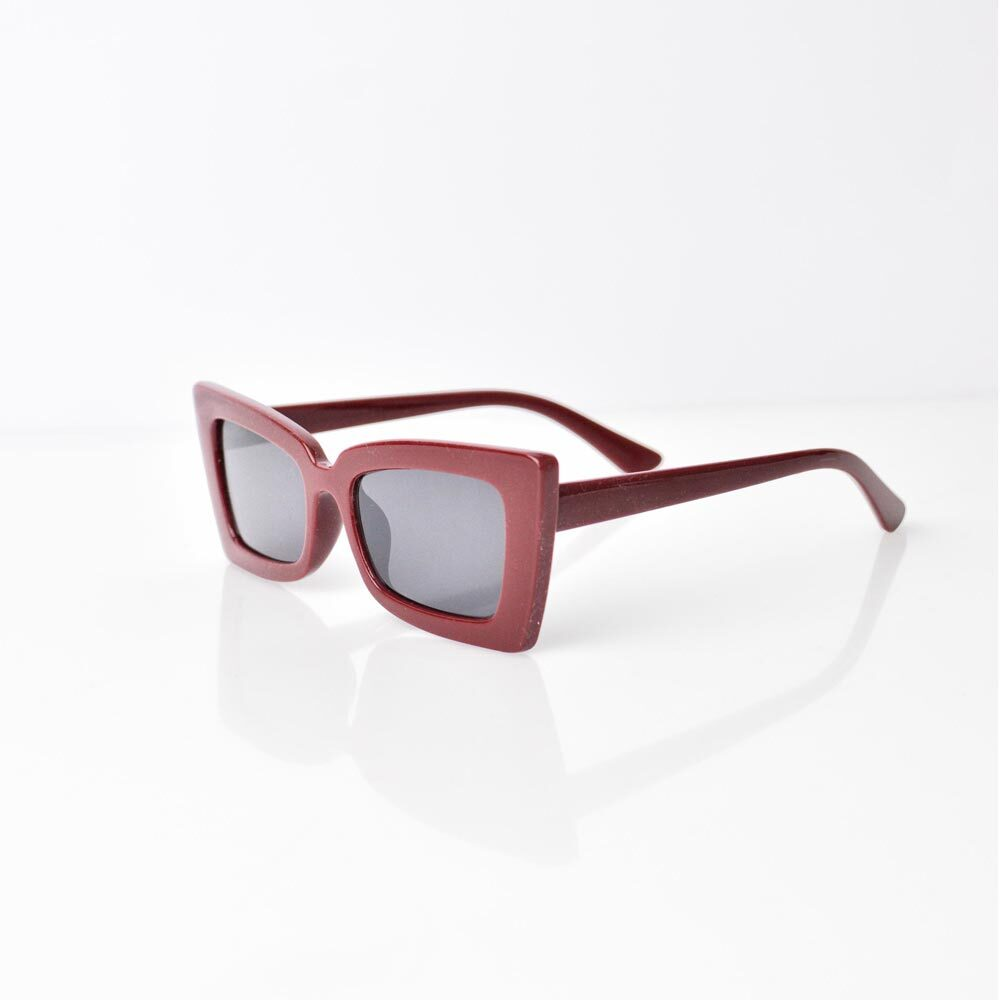 Γυαλιά ηλίου με τετράγωνο σκελετό