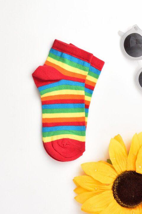 Γυναικείες κάλτσες με σχέδιο ρίγα - Κόκκινο