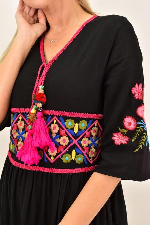 Γυναικείο maxi φόρεμα με κεντημένο σχέδιο - Μαύρο