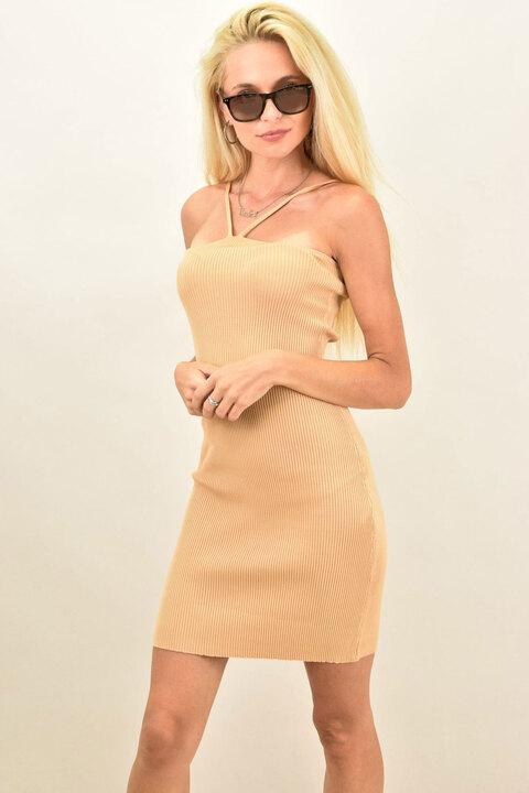 Γυναικείο φόρεμα εφαρμοστό μονόχρωμο - Μπεζ