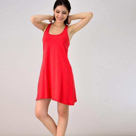 Μίνι φόρεμα με αθλητική πλάτη