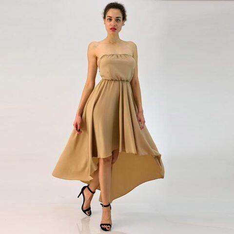 Φόρεμα στράπλες με ανοιχτή πλάτη