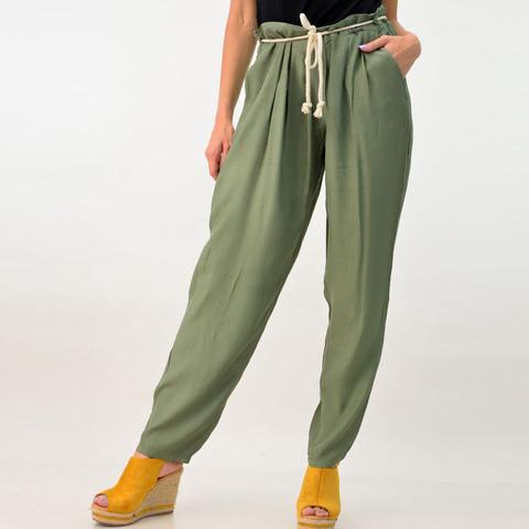 Γυναικεία παντελόνα loose με ζώνη