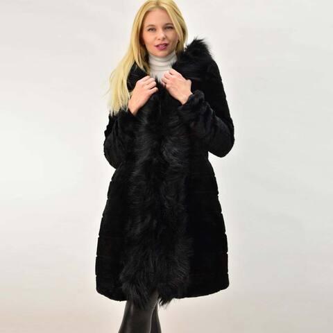 Γυναικείο παλτό από συνθετική γούνα
